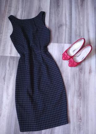 Классное офисное платье с открытой спиной1 фото