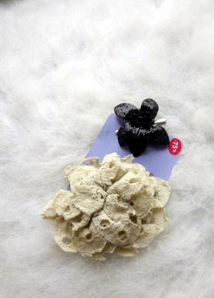 Заколки для волос комплектом бежевая обьемная тканевая черный блестящий цветок