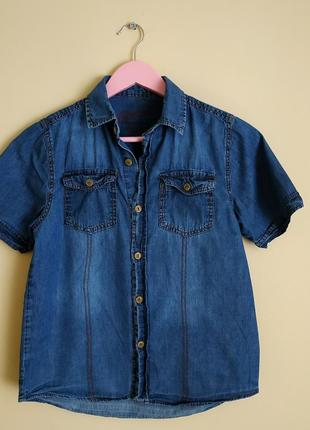 Джинсовая рубашка на короткий рукав