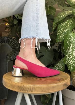 Туфлі кітен хіл з фігурним каблуком pull&bear