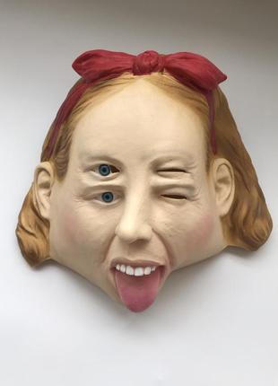 Страшная маска девочка с 4 глазами смешная