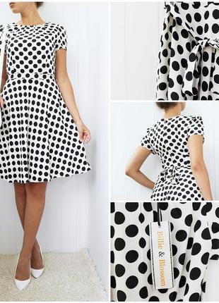 Легкое нарядное платье в горошек