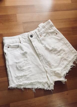 Белые джинсовые шортики