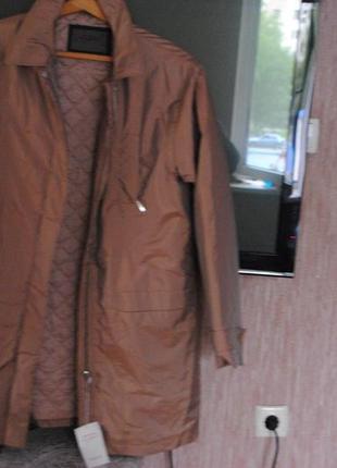 Пальто-куртка  легкая и теплая.стильная