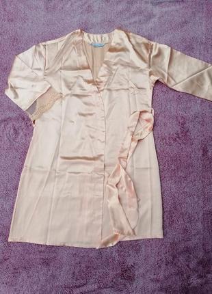 Атласный халат с кружевом на рукавах от mary kay