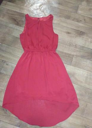Красное платье удлиненное сзади