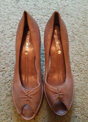Туфли женские,с открытым носком.