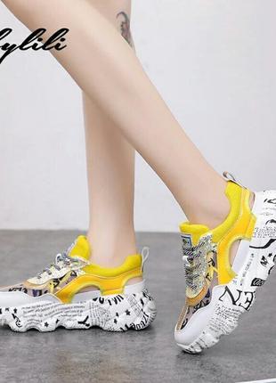 Модные массивные кроссовки