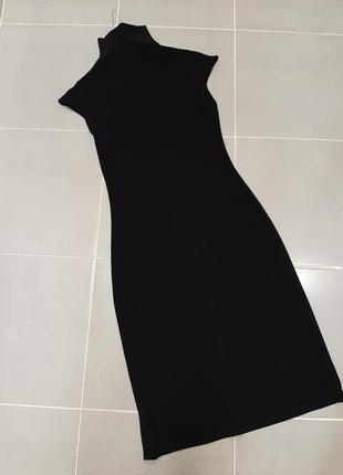 Плаття чорне під шию