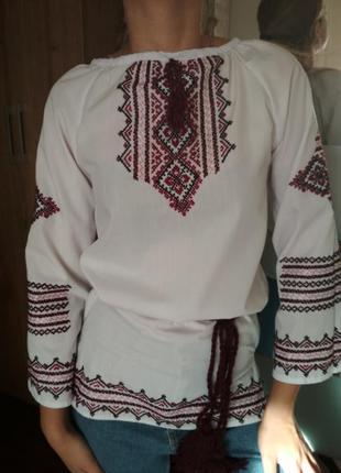 Стильна вишита рубашка з широкими рукавами