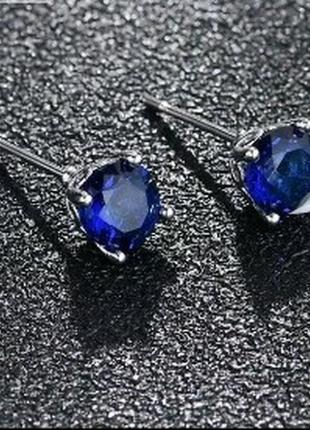 Красивые миниатюрные серьги-гвоздики с синим камнем титановое покрытие