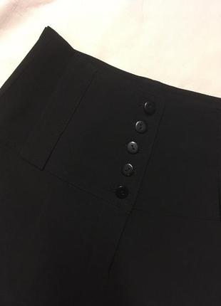 Широкие штаны на высокой посадке