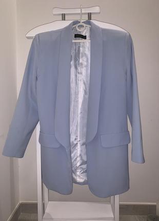 Класичний піджак небесного кольору