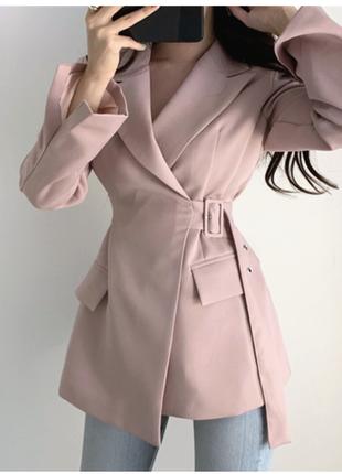 Оригинальный розовый жакет с поясом