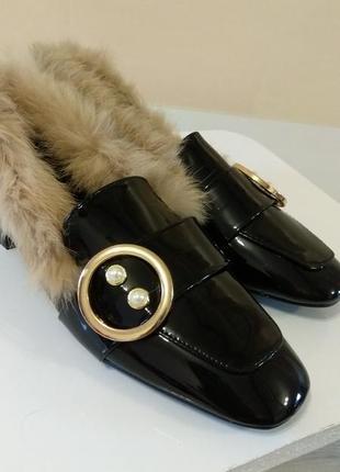 .шикарные женские меховые лоферы в стиле гуччи. лаковые туфли. lion.