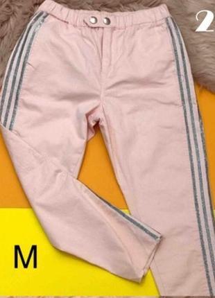 Розовые джинсы с лампасами