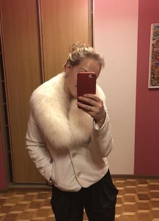 Шикарная кожаная куртка с мехом лисы. размер s.