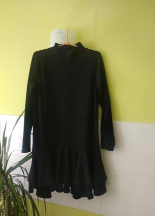 Чёрное платье под горло с воланами от booboo