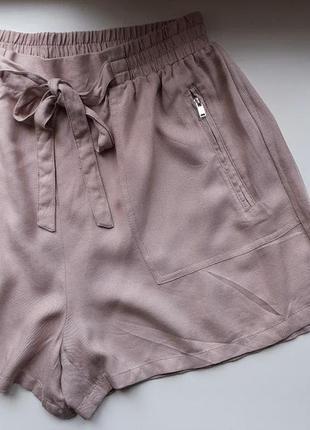 Пудровые короткие шорты нюд вискоза с поясом