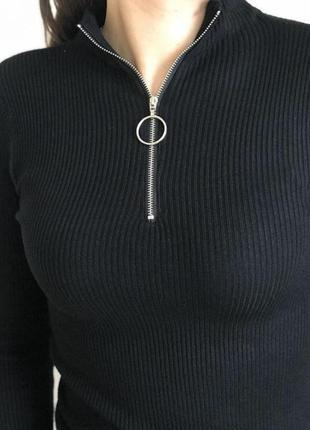 Новый чёрный гольф водолазка в рубчик с кольцом на молнии