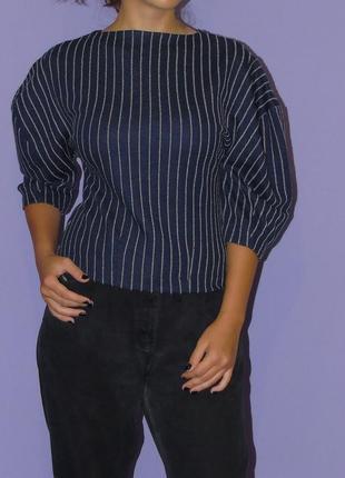 Темно-синяя кофточка с объемными рукавами
