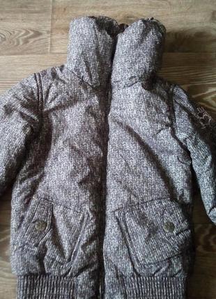 Зимняя теплая куртка с высоким воротником и принтом вязки