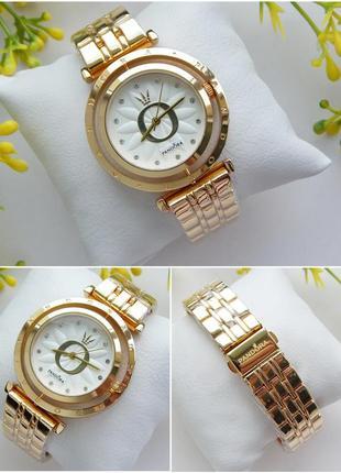 Наручные часы в золоте с белым циферблатом