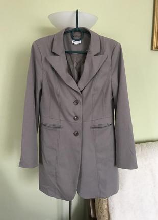 Стильный длинный серый  пиджак