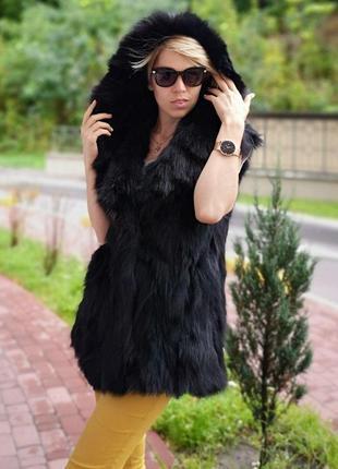 Жилетка из лисици с роскошным капюшоном. натуральная! новая!