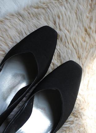 Класичні туфлі з гарним носиком