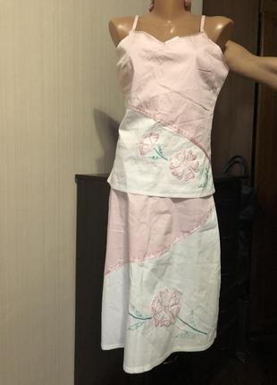 Костюм с вышивкой нежный розовый