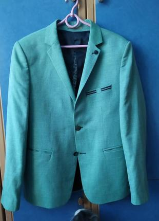 Стильный  пиджак цвета мяты