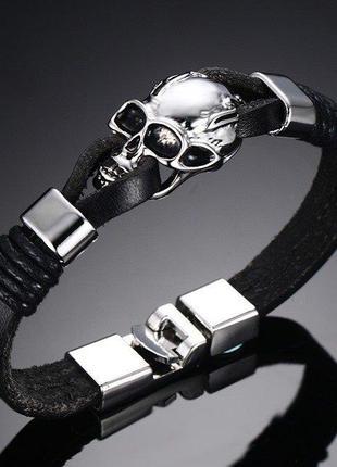 Очень стильный кожаный мужской браслет с черепом