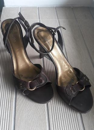 Кожаные босаножки massimo dutti коричневые туфли средний каблук2 фото