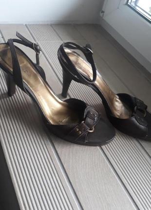 Кожаные босаножки massimo dutti коричневые туфли средний каблук3 фото