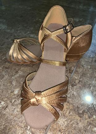Бальные туфли блок каблук