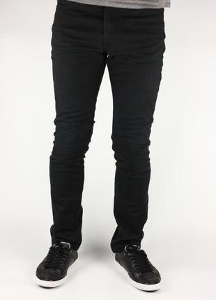Фирменные зауженные джинсы
