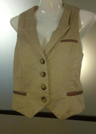 Распродажа! стильная бежевая жилетка с кожаными вставками xs-s 100 грн