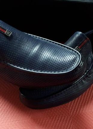 Модные кожаные туфли мокасины с перфорацией тем синий австрия