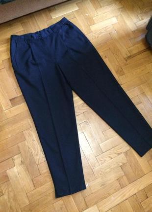 Зауженные брюки,высокая талия с защипами от бренда c&a