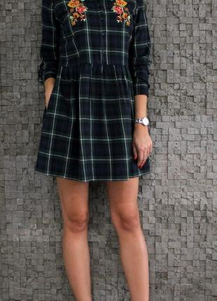 Красивое и стильное платье из натуральной ткани с вышивкой