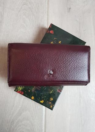 Красивый кожаный кошелек