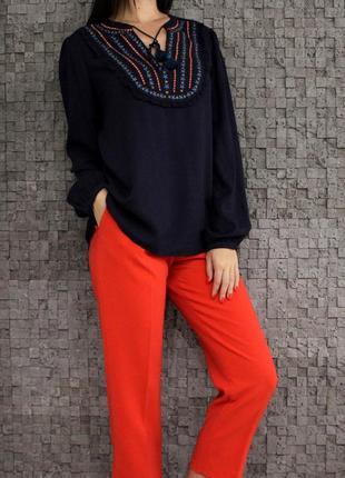 Стильная блуза с вышивкой из натуральной ткани