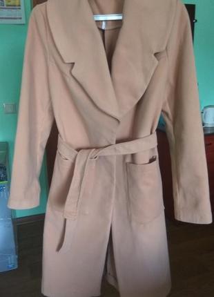 Бежевое пальто на запах под пояс м размер