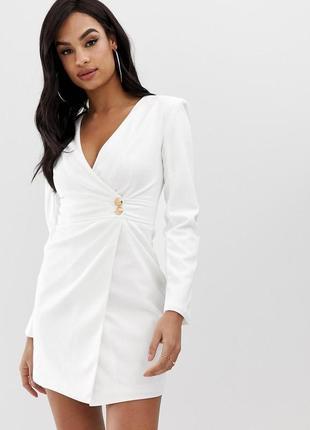 Club l кремово-біла сукня як піджак золоті гудзики