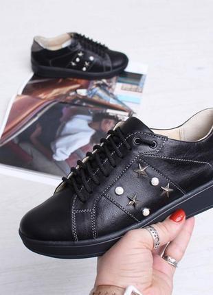 Стильные черные кожаные кеды кроссовки со звездами и жемчугом натуральная кожа
