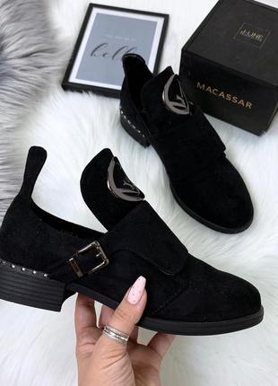 Стильные черные ботиночки деми с ремешком