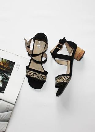 Красивые босоножки на низком каблуке черные бахрома вышивка 38