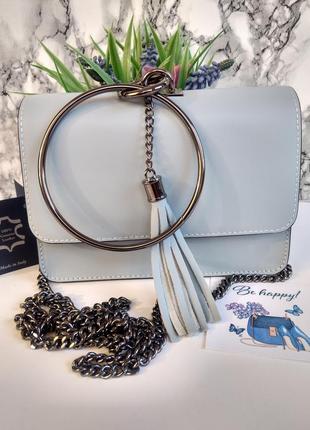 Необыкновенно красивая сумочка голубого цвета