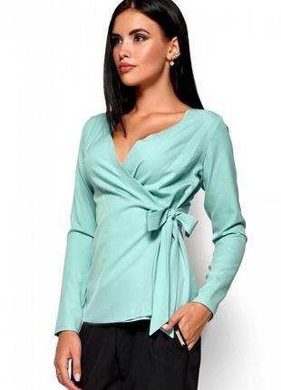 Приталенная блуза с запахом